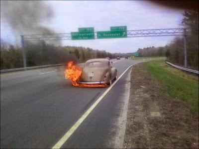 auto con fuego