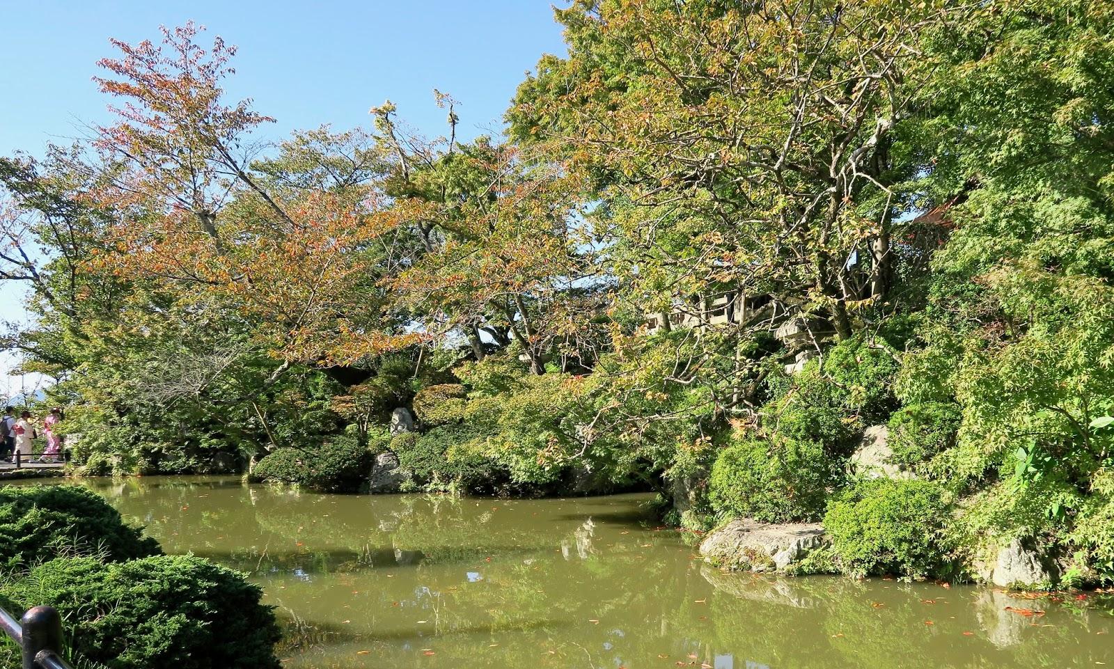 Kiyomizu-dera-temple-grounds-Kyoto-Japan