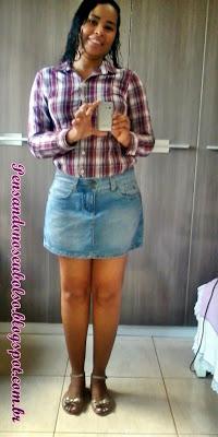 look camisa xadrez e saia jeans