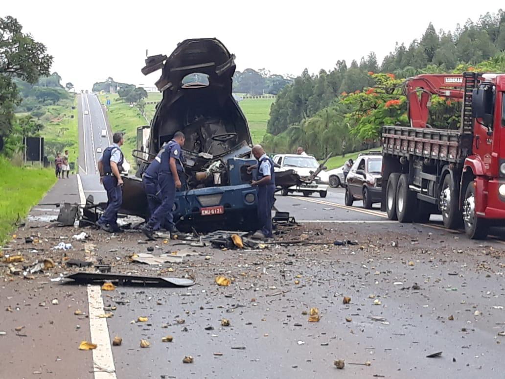 Quadrilha explode carro-forte na Rodovia Abrão Assed em Cajuru, SP