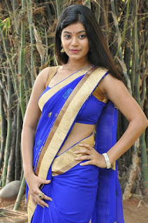 Yamini-Bhasker-blue-saree-photos