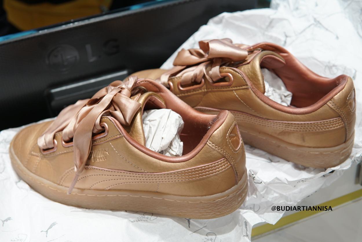 928874dc7 Berikut kondisi sepatu saya sebelum di cuci di Your Bag Spa. Untuk yang  senakers bagian sol bawahnya dan dalamnya cukup kotor walau tidak terlalu  jelas ...