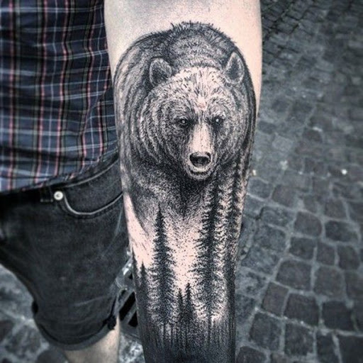 Ursos costumam chamar de florestas como habitat. Mas que pode não ser a única razão que você precisa para escolher este projeto. Os ursos também são símbolos de coragem e confiança. No lado técnico, os detalhes sobre essa tatuagem e como ele é feito é realmente incrível.