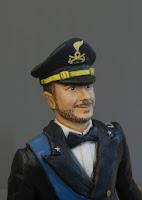 statuetta sposo in uniforme ritratto statuine volto realistico orme magiche