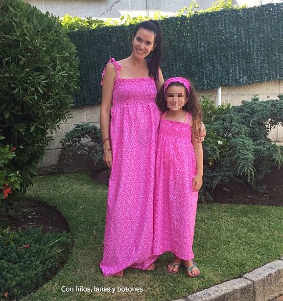Con hilos, lanas y botones: Vestidos fruncidos para mamá e hija
