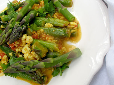 asparagus with shredded paneer and tomato