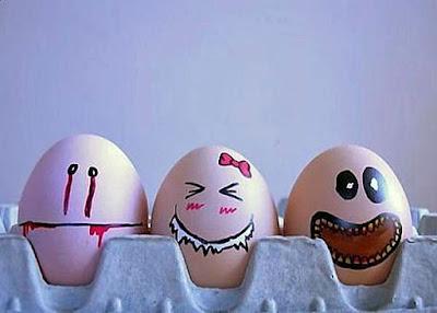 Bemalte Eier mit Gesicht