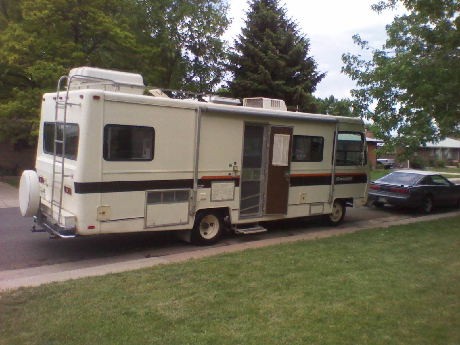 hight resolution of this is the motorhome parked in front of the house just after purchase 2011 generator both gas tank fills power step awning frig vent all located on