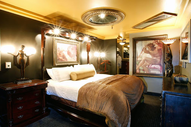 The Artisan Hotel Boutique is the unique non-gaming art-themed Las Vegas hotel, restaurant, pool, and utralounge.