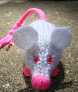 http://translate.google.es/translate?hl=es&sl=en&tl=es&u=http%3A%2F%2Fwww.nyanpon.com%2F2012%2F03%2Fbioluminescent-lab-rat.html