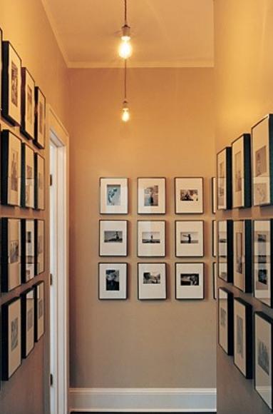 Interioresaescala decorar un pasillo con cuadros y - Decorar pasillos con cuadros ...