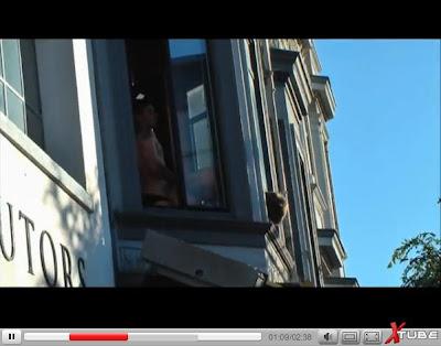porno-seks-v-okne-na-publike-rukoy-foto-devushki