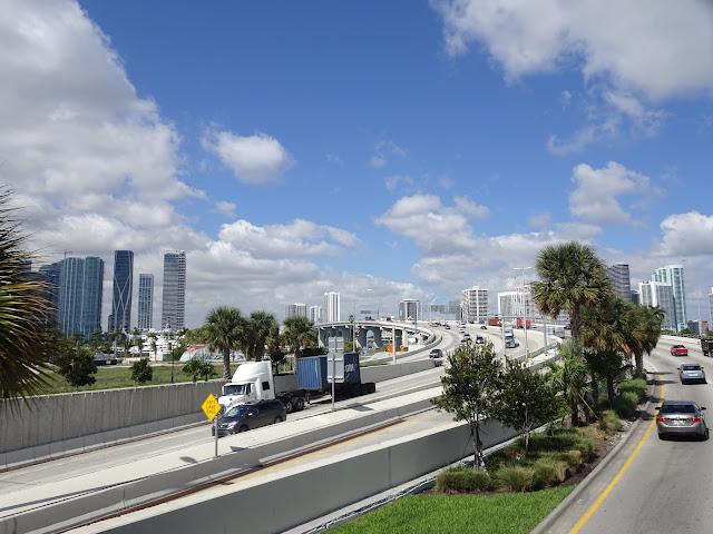 Uno de los puentes que unen Miami Beach con Downtown