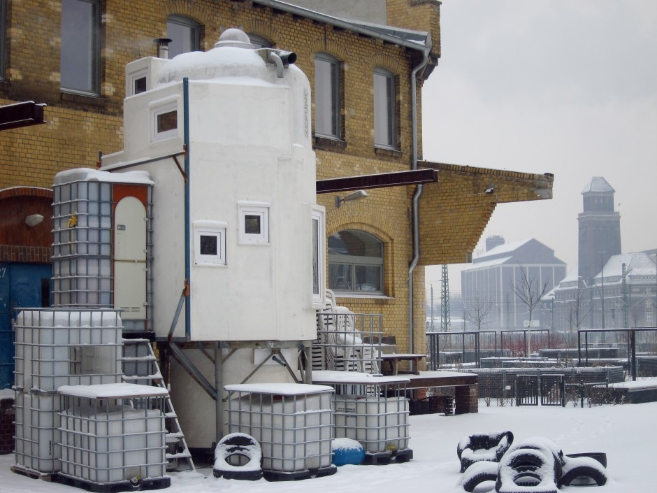 03-In-the-Snow-Jan-Körbes-REFUNC-Recycled-Silo-Tiny-Home-Architecture-www-designstack-co