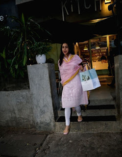 Indian Girl Sara Ali Khan Seen Without makeup face in Bandra Mumbai City (7)