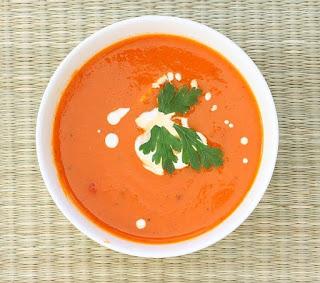 Zupa z opiekanych pomidorów i papryki