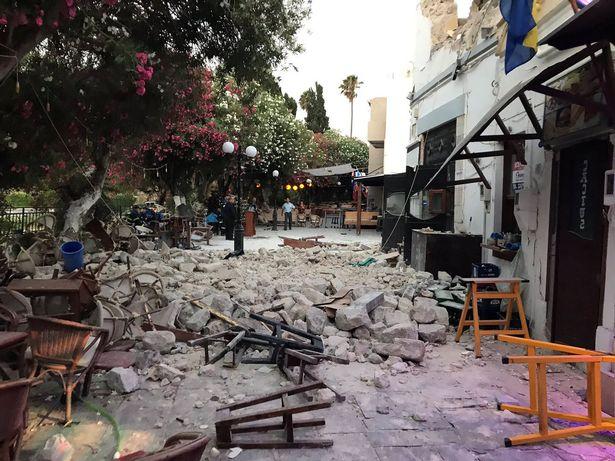 زلزال في تركيا...قتلى ومصابون في زلزال بقوة 6.9 يضرب تركيا واليونان