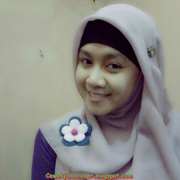 Foto Sekretaris Muda Cantik Memakai Hijab | Jilbab Kantor ...