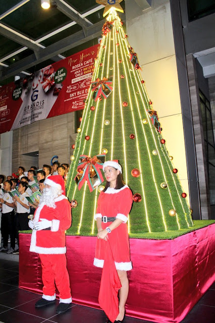 Hotel Grandis hosts Annual Christmas Tree Lighting