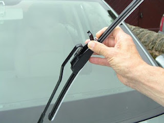 Fungsi Wiper Mobil Depan dan Belakang serta Tips Merawatnya