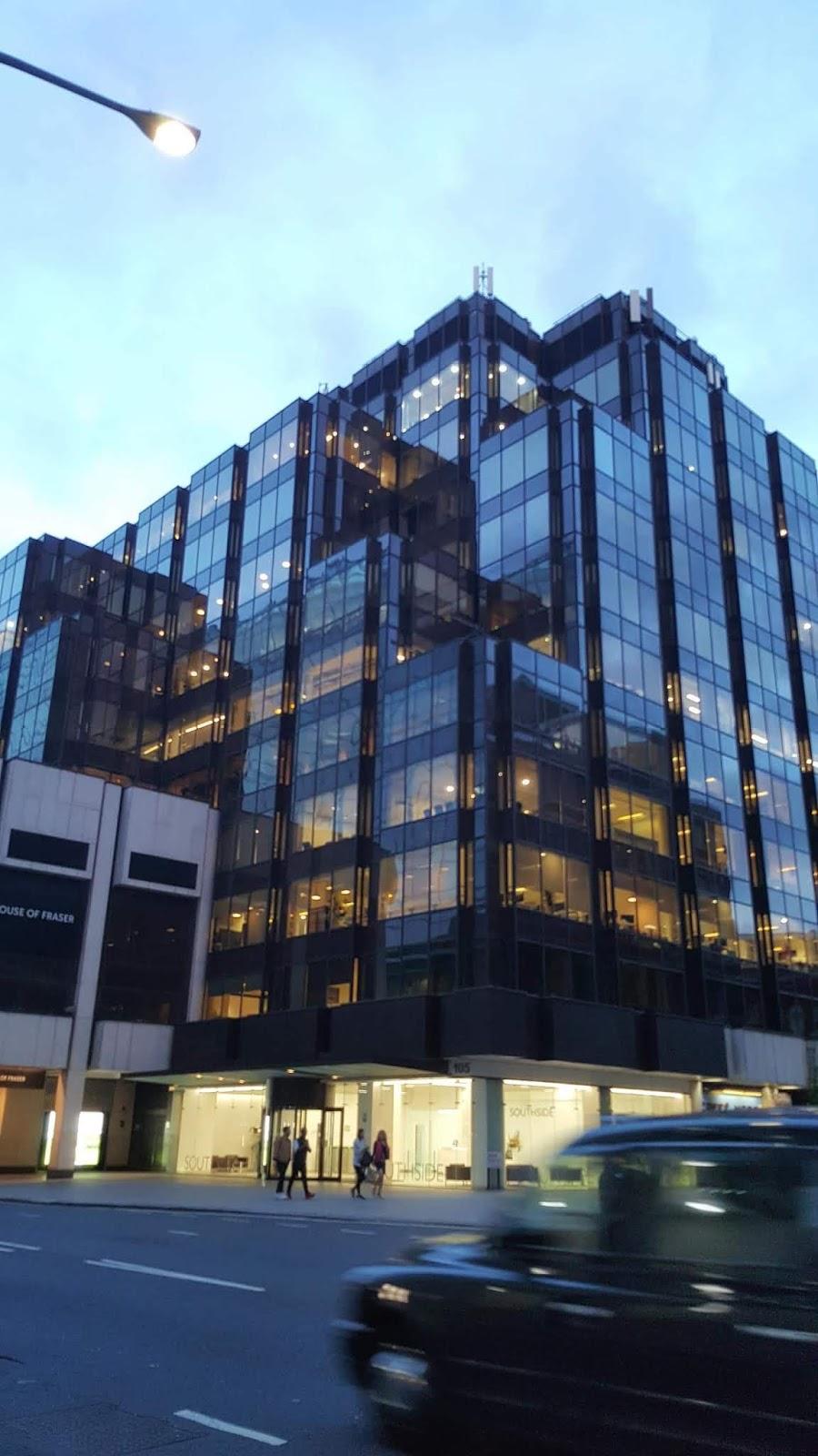 immeuble noir asymetrique a londres victoria street