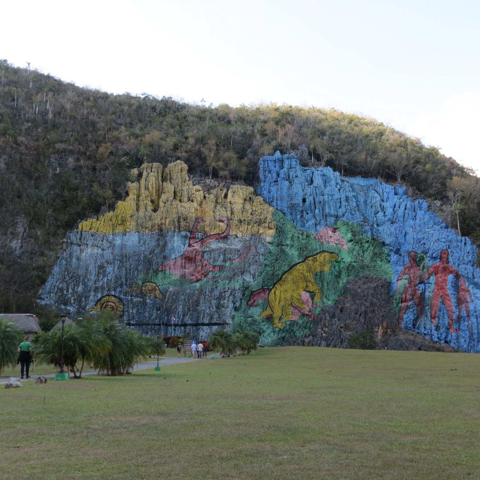 Adventures in pei and beyond mural de la prehistoria a for Mural de la prehistoria