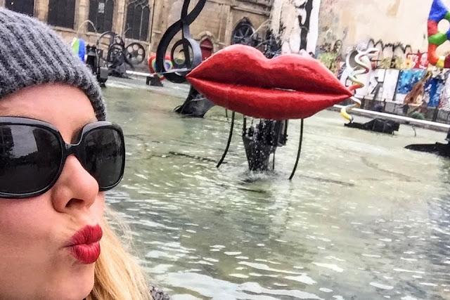 Fontaine Stravinsky Centre Pompidou lips sculpture paris