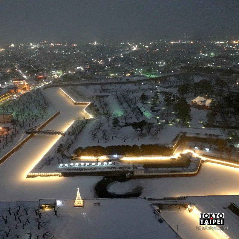 【五稜郭之夢】護城河掛滿2000顆燈泡 五稜郭變身夢幻星漂浮雪上