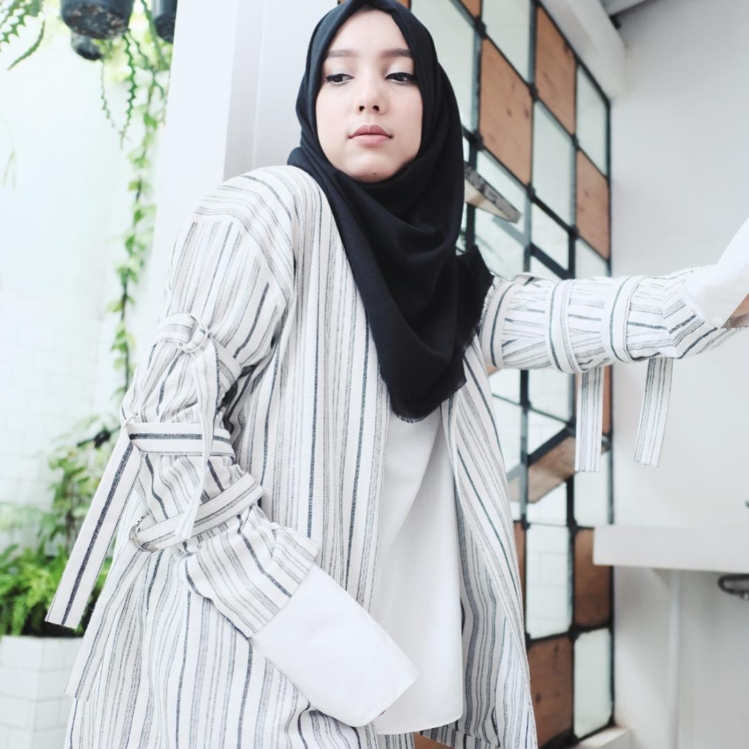 nama artis selebritis fashion designer indonesia berhijab hijabers muslimah pakaian busana syari fashion show event model koleksi rancangan terbaru terkini merk branded terkenal populer internasional lokal berkualitas bagus keren