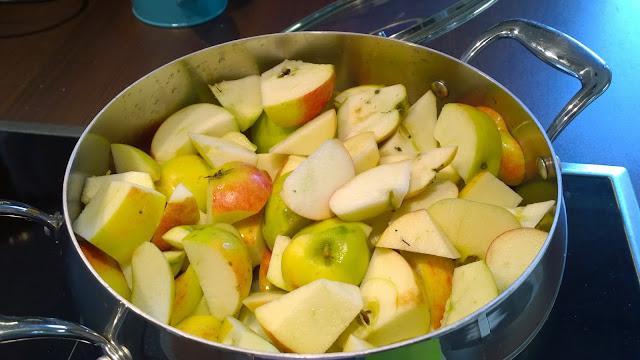 Apfelmus wird gekocht (c) by Joachim Wenk