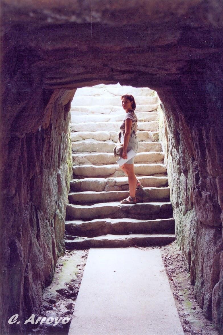 escalera de la gruta en el Parque del Pasatiempo de Betanzos