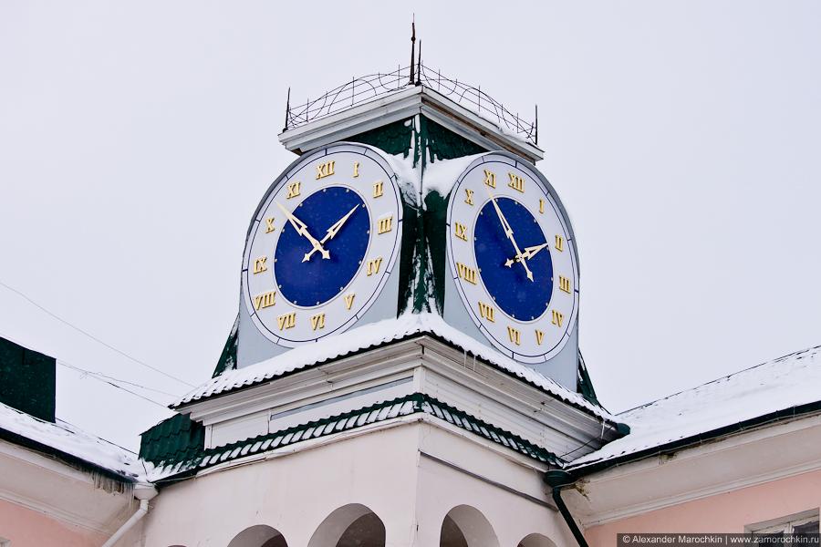 Часы на углу Советской и Толстого