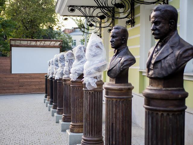 Памятник Керенскому и Львову