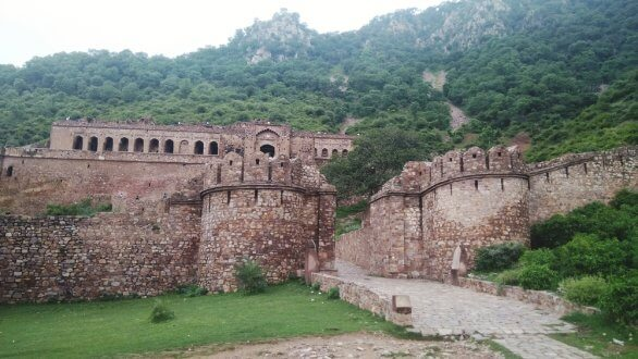Top 5 Most Haunted Places to Visit in India after Sunrise and Before Sunset