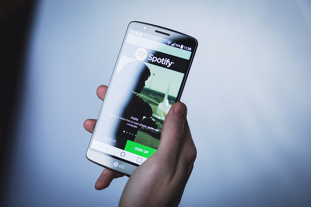 escuchar música con spotify smartphone spotify celular