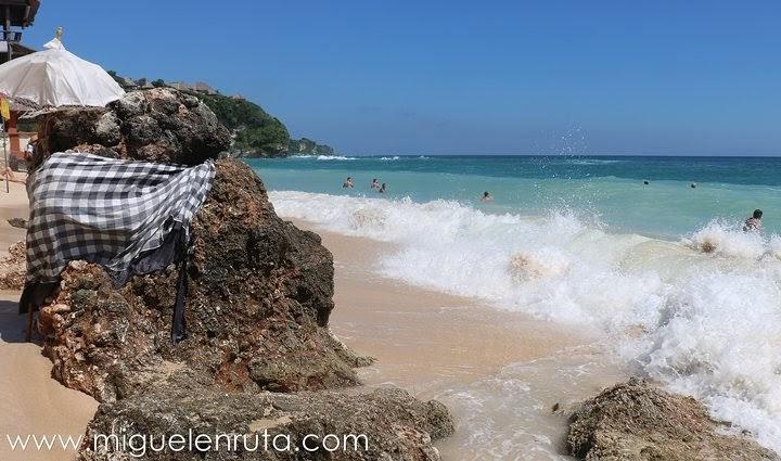 Olas-Bingin-Beach