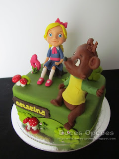 bolo aniversário Caracóis Dourados e Ursinho
