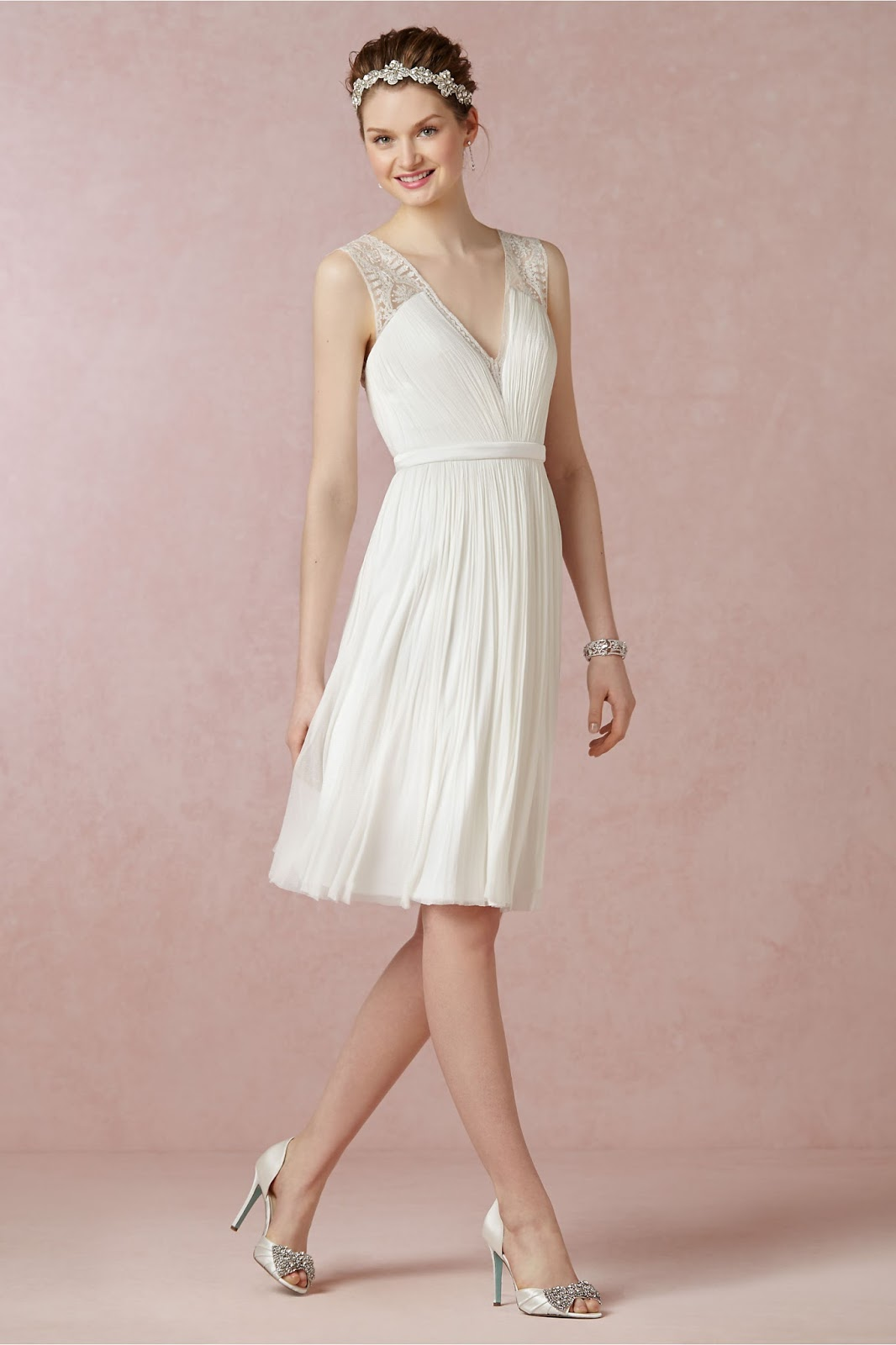 Vestido de novia civil sencillo y corto