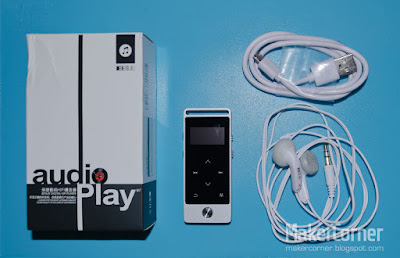 Benjie S5 Music Player, box, earphones & USB cable.