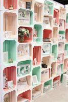 Cajones de madera para reciclar en negocio