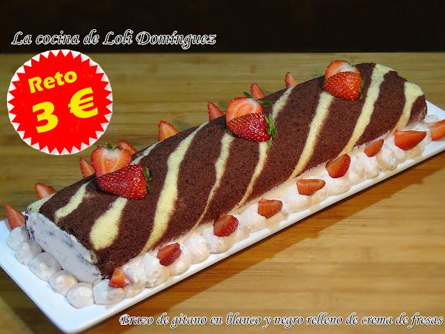 Brazo de gitano en blanco y negro relleno de crema de fresas