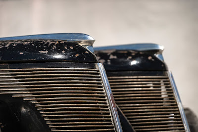 Classic Car Lincoln Zephyr V12 Twin-Grille Tailfin Front