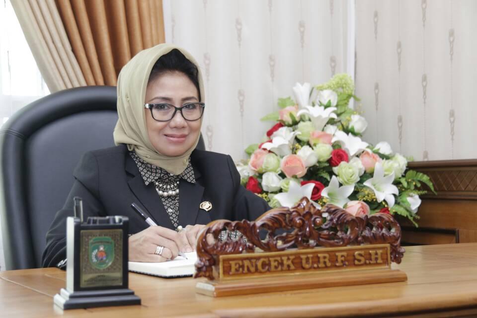 Encek Unguria Riarinda Firgasih menjabat sebagai Ketua DPRD Kutai Timur.