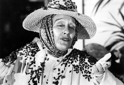 Gloria Swanson in Killer Bees (1974) Hollywood Hag Horror