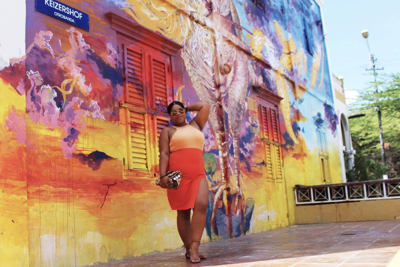 francis sling, sunu, curacao, ydk, mural, art, district, downtown, otrobanda, fashionblogger, travel blogger