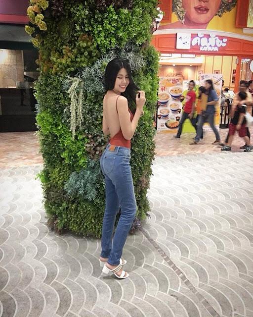 Cerita Seks Ngentot Dengan Kawan Lama Di Sebuah Toilet Mall !