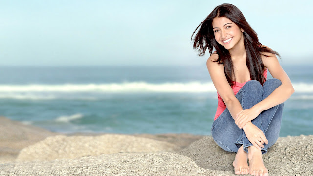 Anushka Sharma Images & Hot Photos