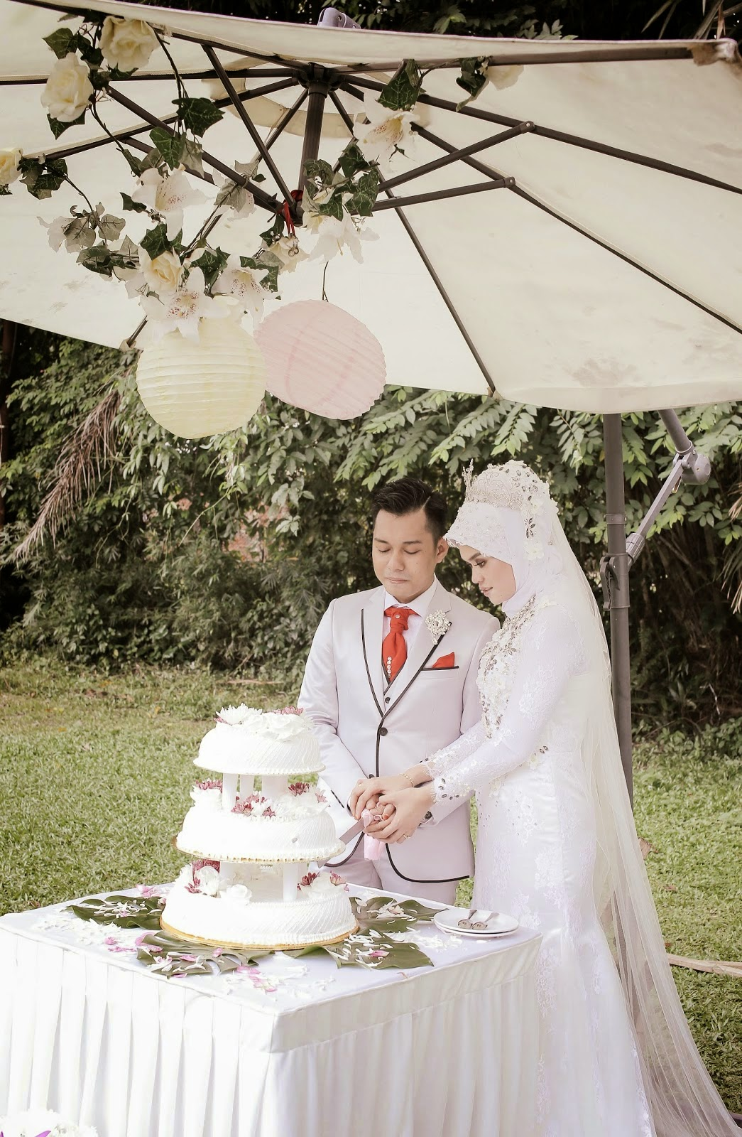 malay wedding cake cutting paper lantern