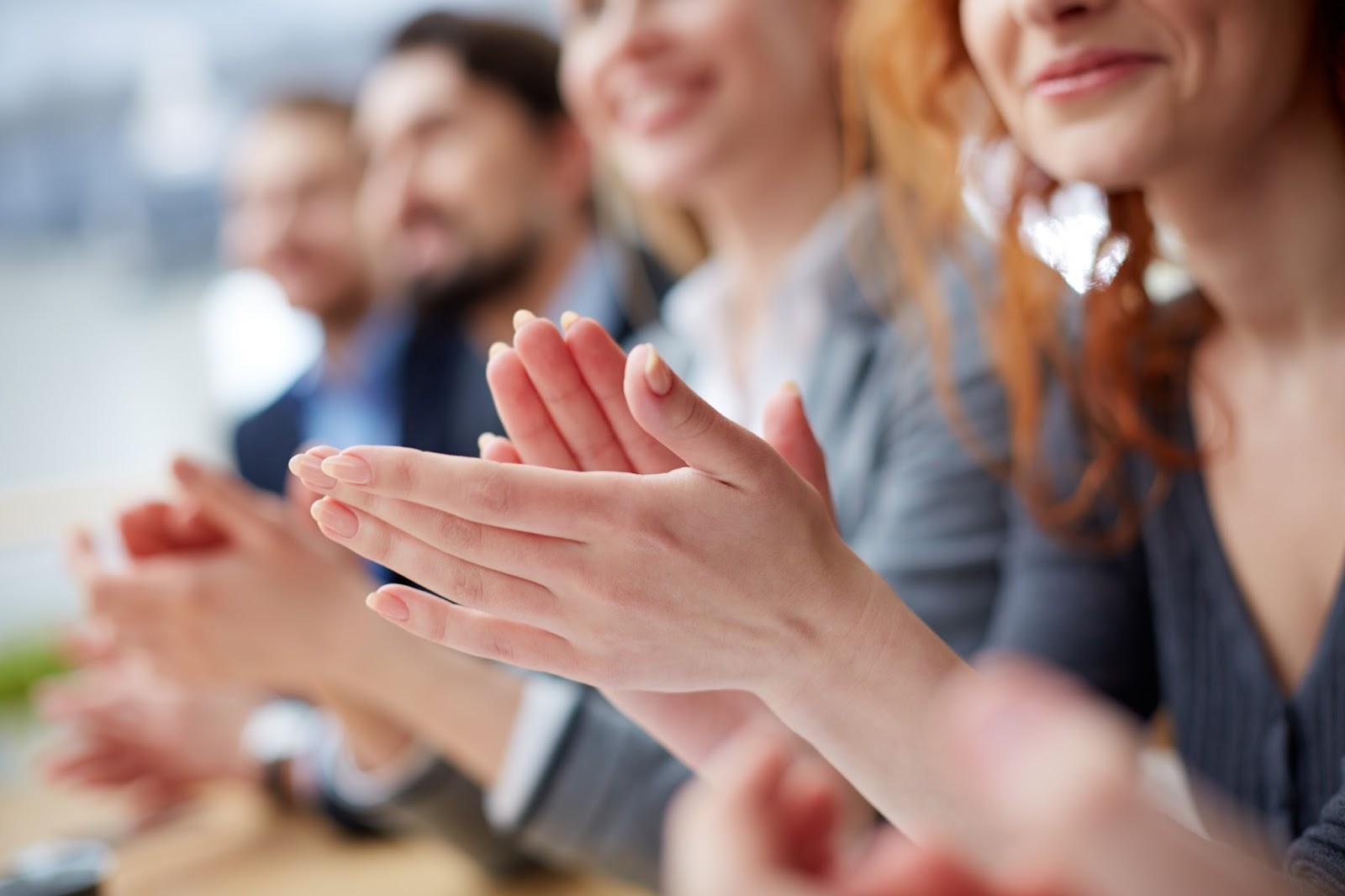 Trzy pomysły jak nawiązać lepszy kontakt z publicznością przed prezentacją