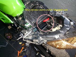 Cara pasang alarm motor pada Ninja 250cc Fi